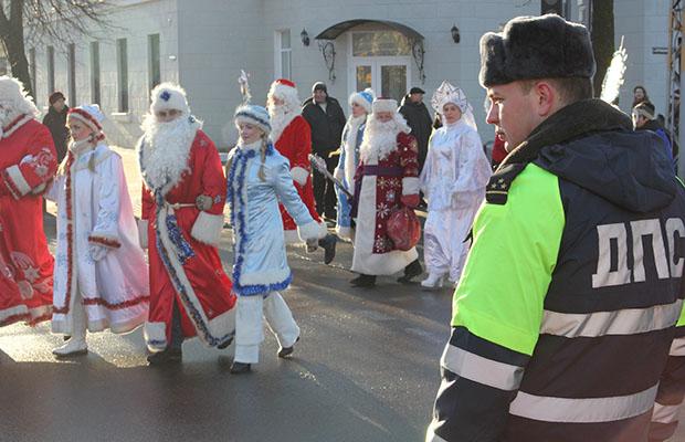 В Бобруйске в честь шествия Деда Мороза и Снегурочки ограничат движение транспорта