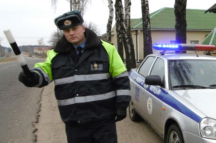 Бобруйчанин угнал чужое авто и увез восьмилетнего мальчика ловившего вместе с мамой попутку