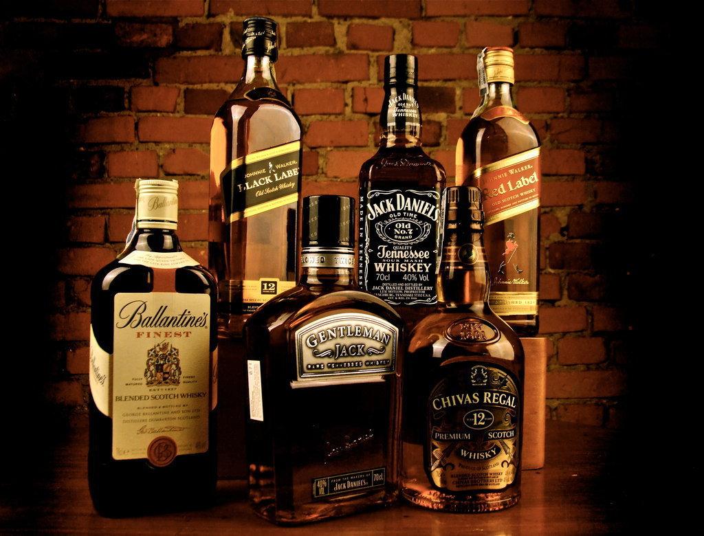 Бобруйчанин хранил у себя дома несколько сотен литров алкогольных изделий