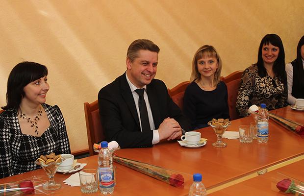 В Бобруйском горисполкоме поздравляли представительниц прекрасного пола