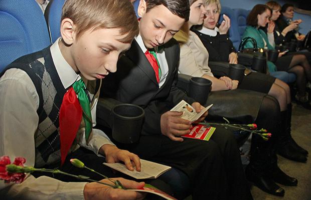 В Бобруйске ко Дню Конституции вручили паспорта 31 юному бобруйчанину