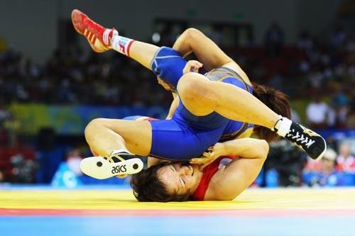 У бобруйских спортсменок победа в республиканских соревнованиях по женской борьбе