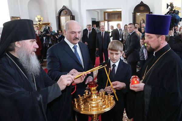 Президент поздравил всех белорусов с Днем труда, а православных - с Пасхой