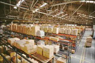 Тысячи шуб, 1,5 млн бюстгальтеров, 1,2 тысячи легковушек: что лежит на складах производителей