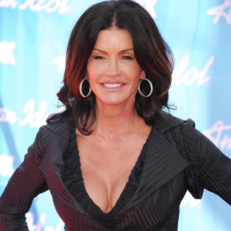 15 знаменитостей, которые переборщили с пластикой груди