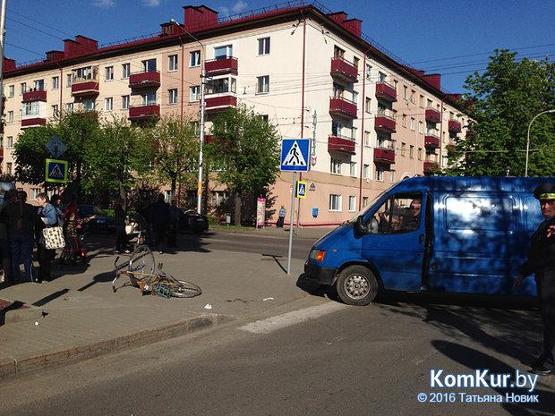 На центральной площади Бобруйска насмерть сбили велосипедиста