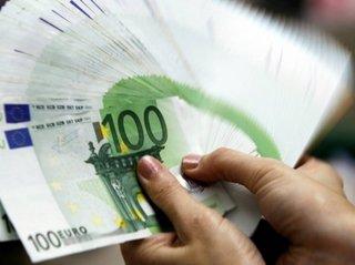 На торгах в пятницу 13-го евро продолжил дешеветь