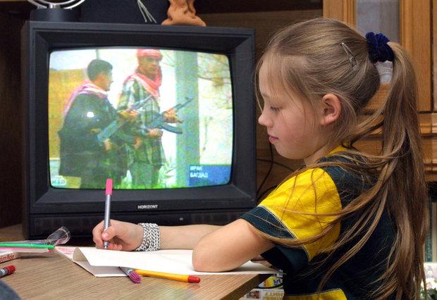 Лукашенко подписал закон о возрастной маркировке, который должен защитить детей от вредной информации