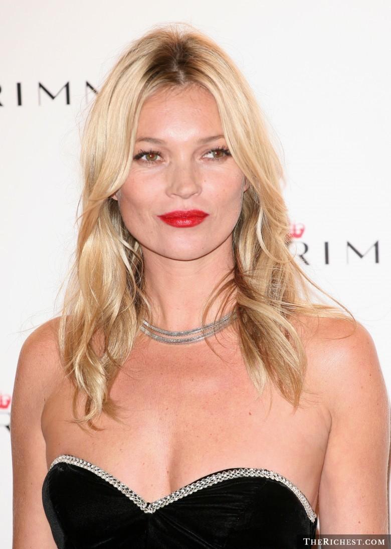 12 знаменитостей, которые доказывают, что маленькая грудь - это очень сексуально