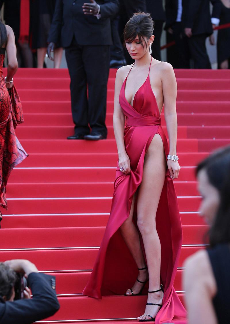 Юная топ-модель Белла Хадид поразила Канны своим откровенным нарядом