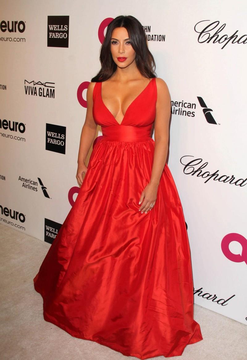 10 знаменитостей, которые практически не носят бюстгальтер