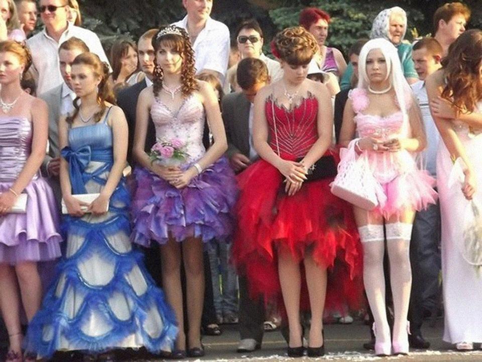 нелепые и шокирующие наряды выпускниц