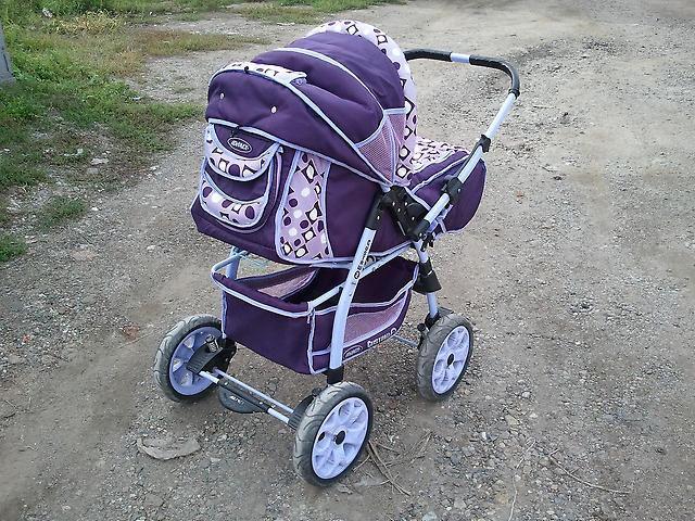В Бобруйске прохожие передали милиции найденную коляску с маленьким ребенком