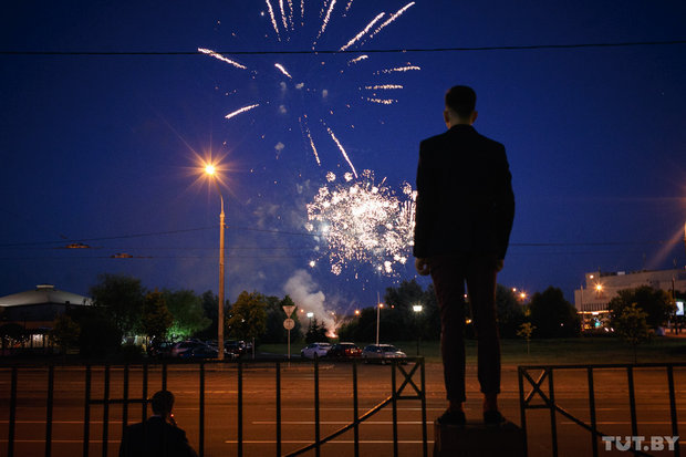 В Беларуси проходят выпускные вечера. В магазинах запрещено продавать алкоголь