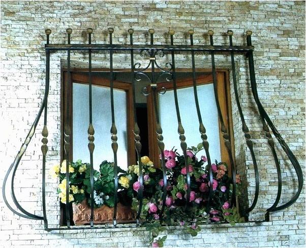 Кованные металлические решетки на двери и окна