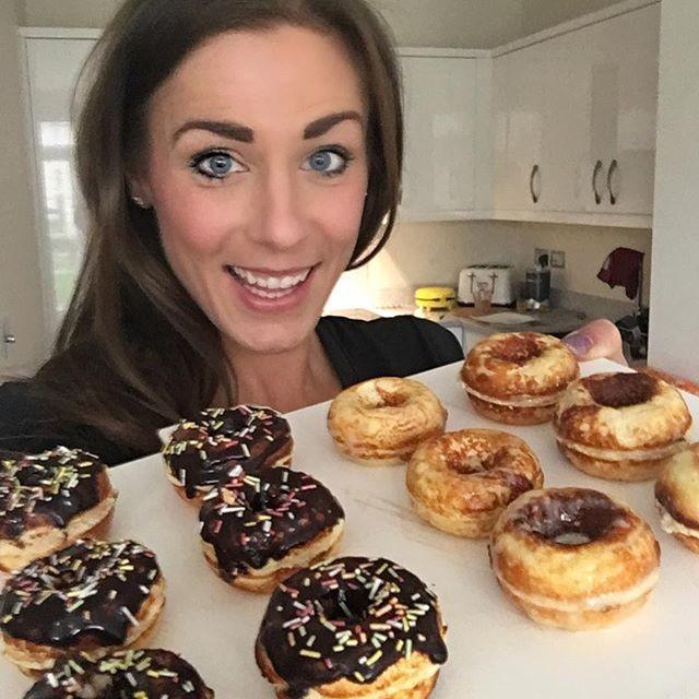 Британка знает, как сохранять прекрасную фигуру, продолжая лопать пончики и печенье