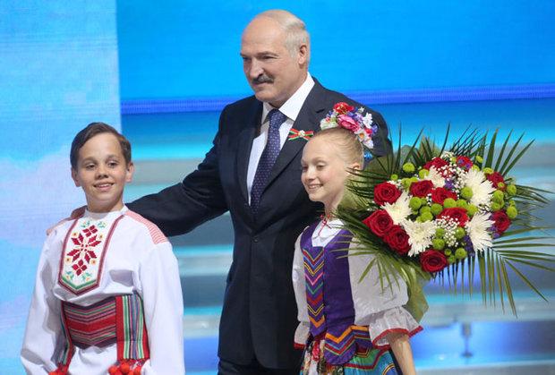 Лукашенко поздравил белорусов с Днем независимости
