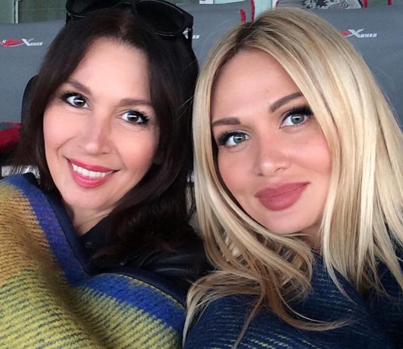 Как ровесницы: Виктория Лопырева и ее 57-летняя мама