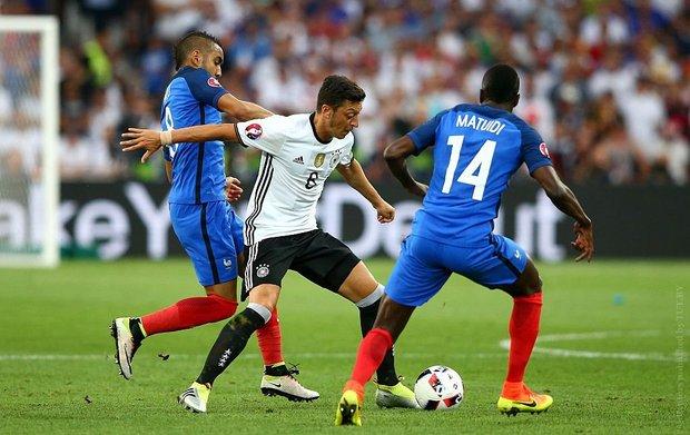 Сборная Франции вышла в финал чемпионата Европы по футболу
