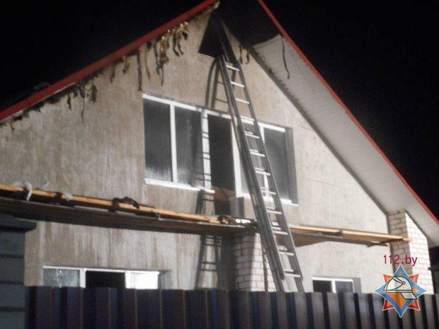 Молодой мужчина вывел из горящего дома 86-летнюю соседку