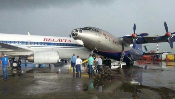 В минском аэропорту из-за непогоды столкнулись два самолета