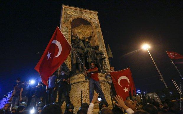 Эрдогана спас народ. Почему захлебнулся мятеж в Турции