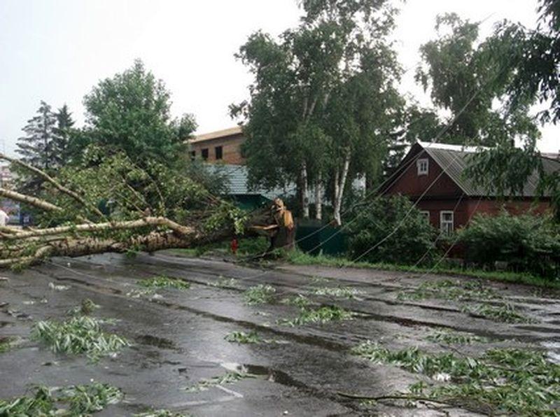 В Бобруйском районе продолжается восстановление энергоснабжения после разгулявшейся накануне стихии