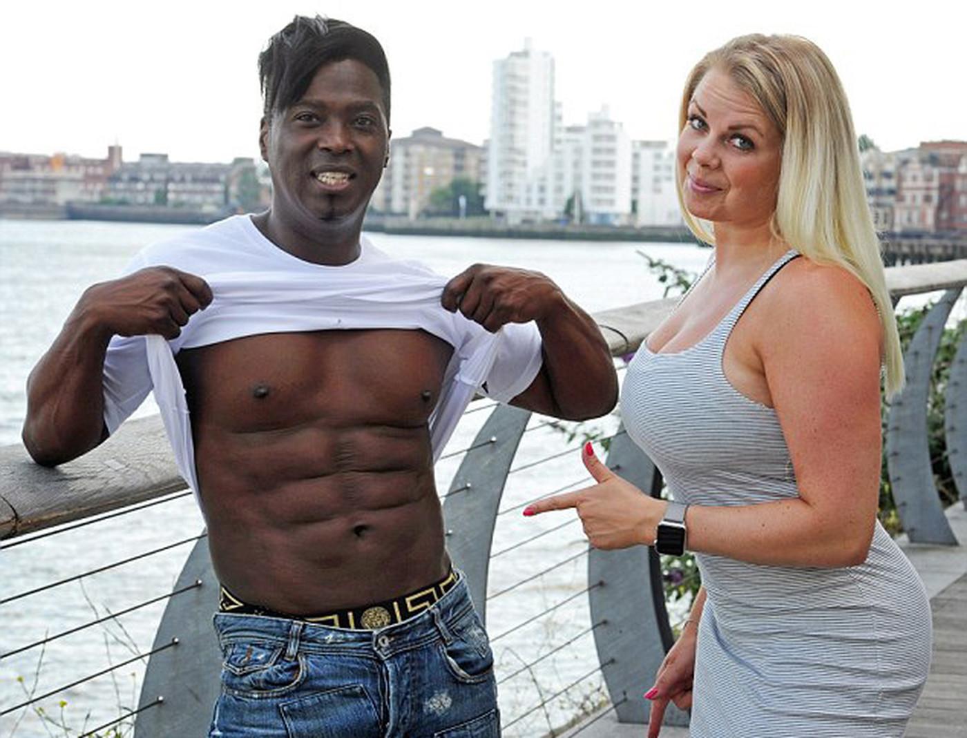 56-летний британец выглядит моложе своей 35-летней жены