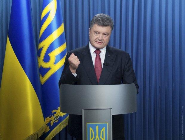 Порошенко поручил привести в усиленную боеготовность все силы на границе с Крымом и на Донбассе