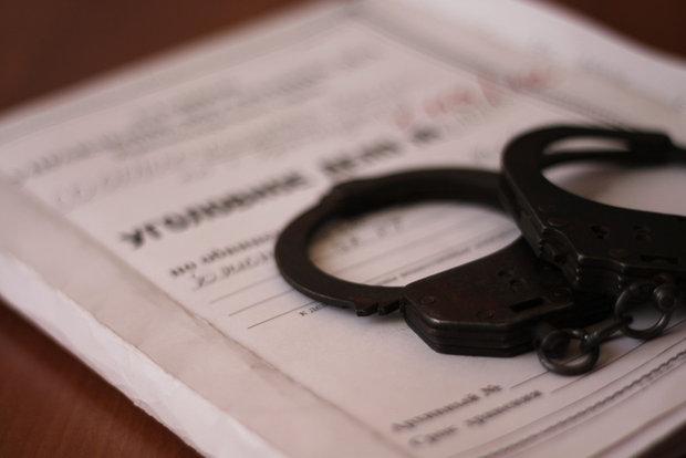 Трое в наручниках, один в бегах. Создатели финансовой пирамиды украли у белорусов 1 млн долларов