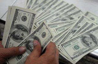 На торгах 1 сентября рубль продолжил укрепление к евро и российскому рублю