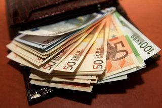 Запасы тают. С начала года белорусы сдали 1,5 млрд долларов чистыми