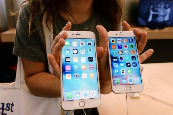 Apple обрушила цены на старые iPhone в России