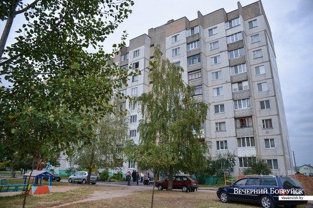 В Бобруйске из окна выпала и разбилась 26-летняя женщина