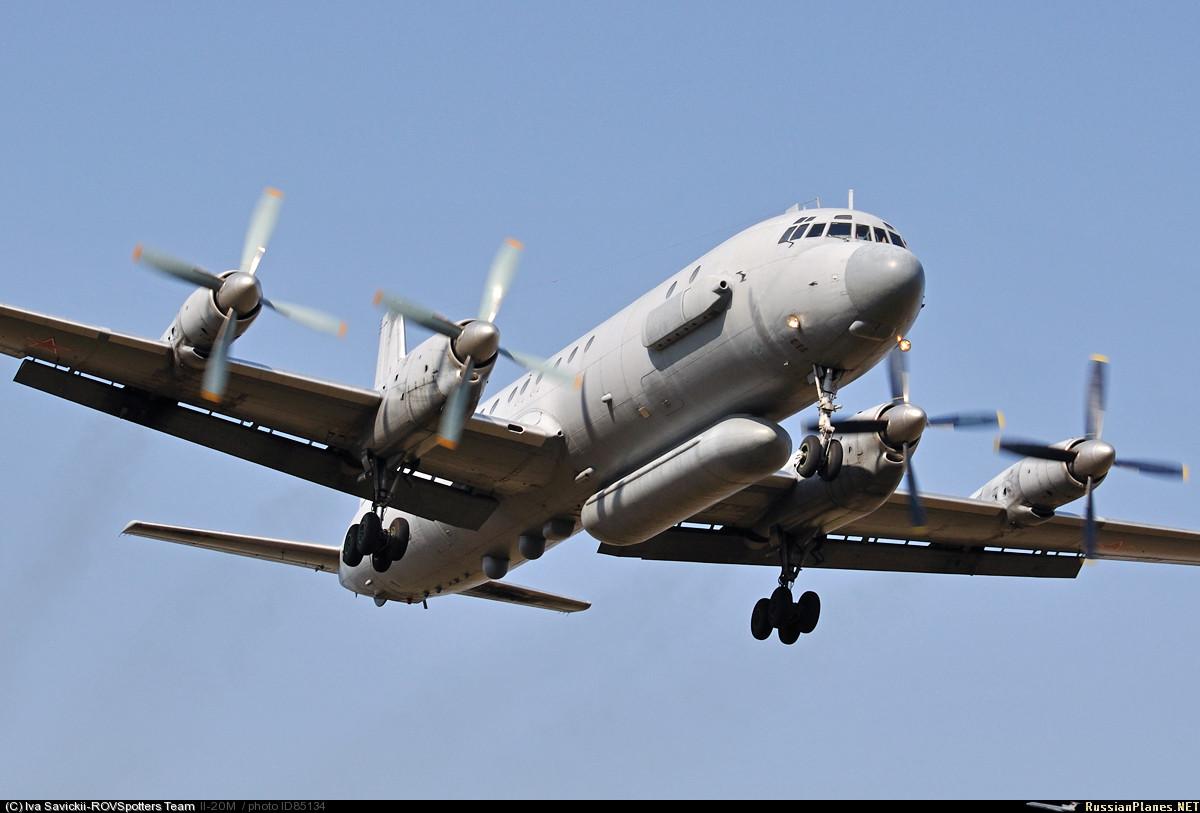 Ил-18 с военными