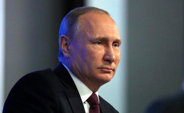 Путин отказался высылать 35 дипломатов США из России в ответ на действия Вашингтона