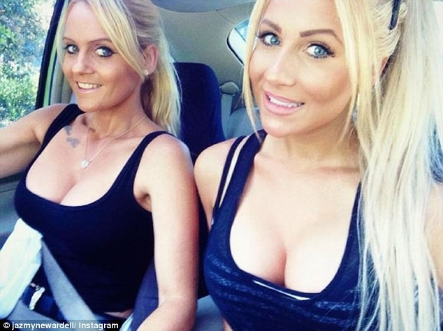 Угадайте, кто из них мама, а кто дочка? Мамочку не отличить от дочек