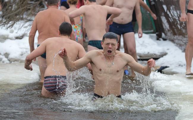Эмоциональные новогодние купания