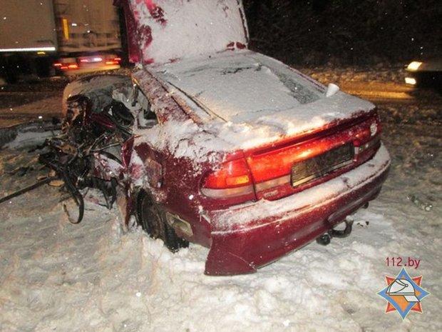 На трассе М3 Mazda выехала на встречку и врезалась в фуру: один погиб, трое в больнице
