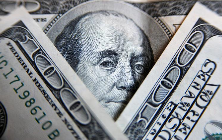 Средняя зарплата белорусов в декабре превысила 400 долларов