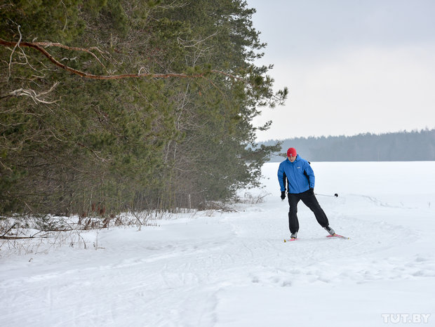 Уникальное место. Бобруйские энтузиасты создали лыжную трассу, где можно кататься до апреля
