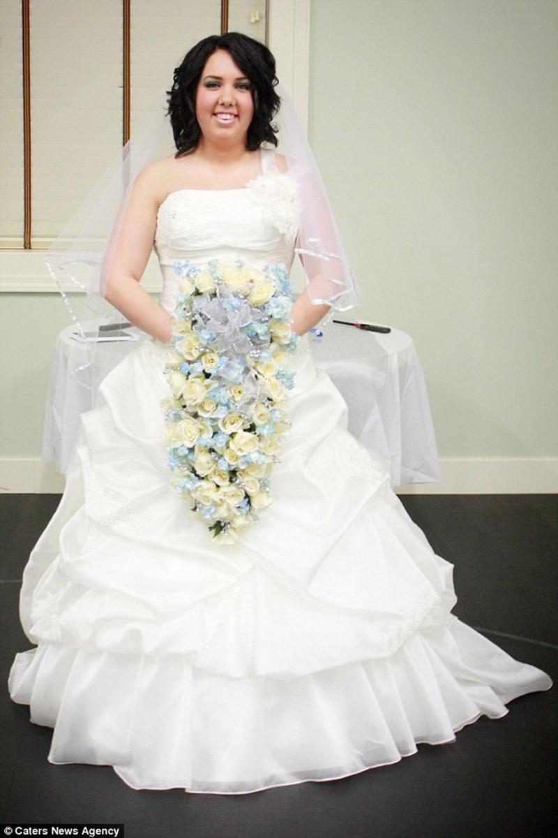 Девушка полностью уничтожила свое свадебное платье