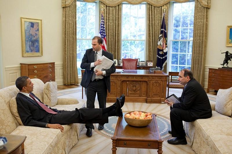 Советницу Дональда Трампа застали в Овальном кабинете в неприличной