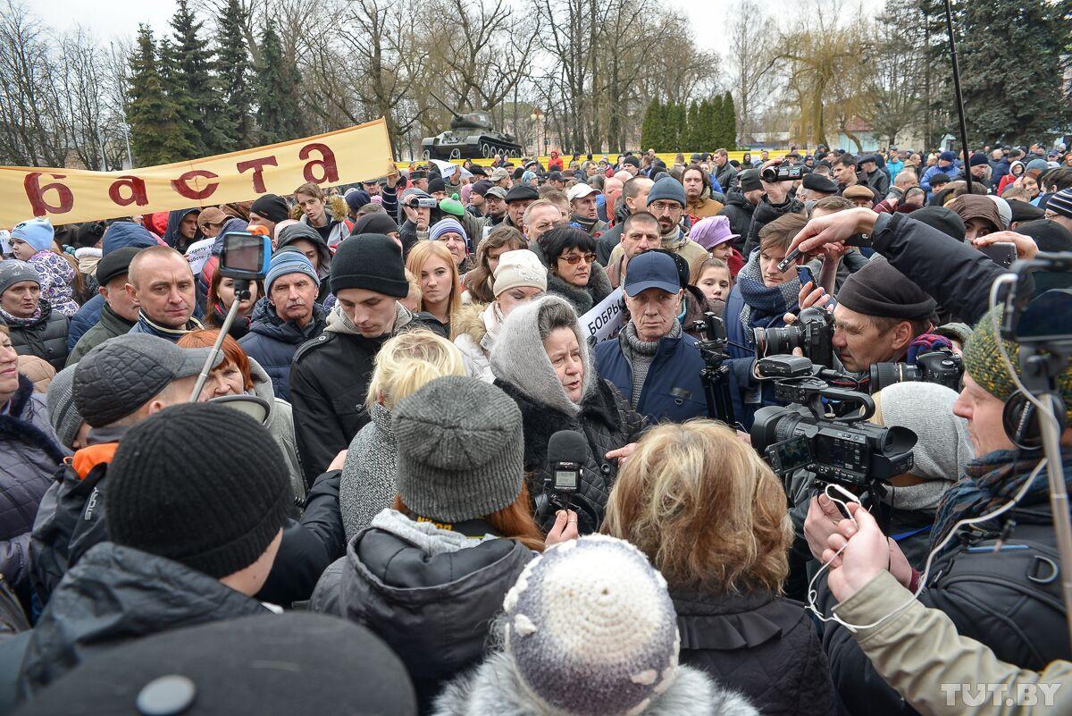 В Бобруйске тысячи протестующих собрались на митинг