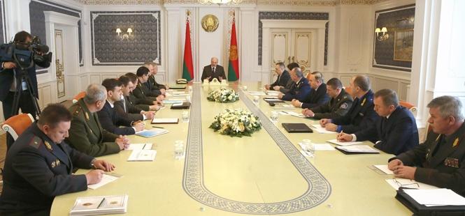 Лукашенко о ситуации в стране: В СМИ, чтобы не запугивать, мизер даем