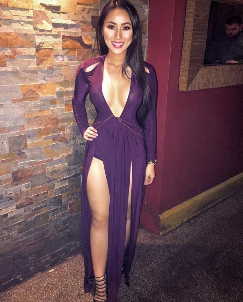 Красивые девушки в платьях