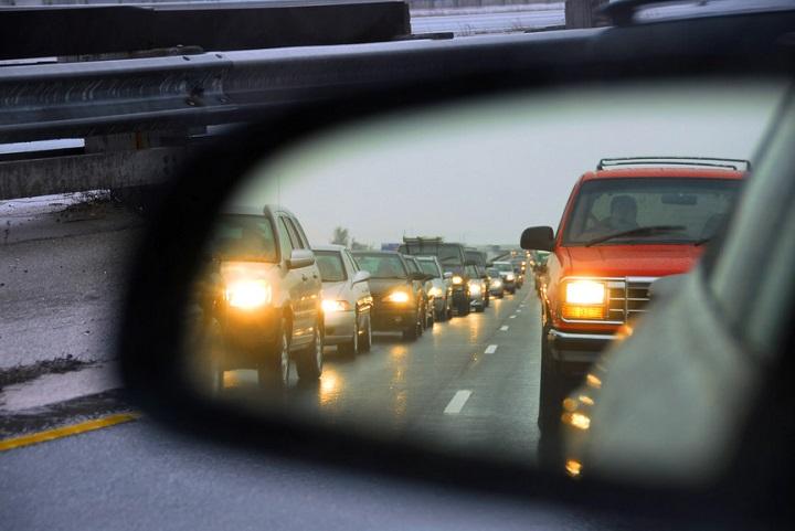 C пятницы водителей будут штрафовать за невключенный свет фар