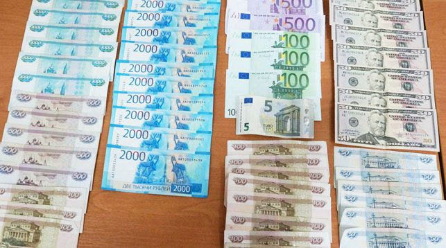 Россиянин лишился на границе незадекларированной валюты