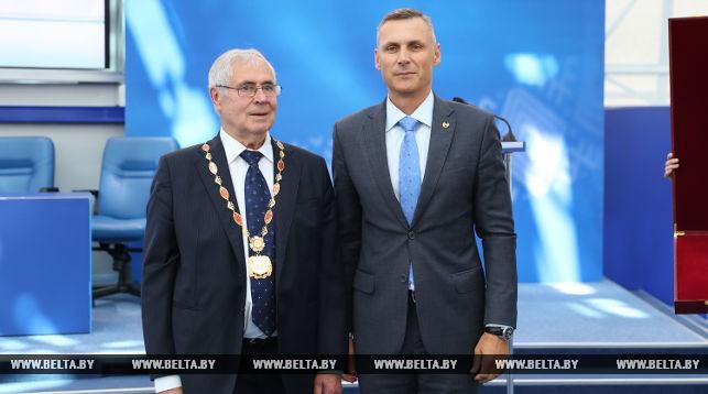 Орден Национального олимпийского комитета Беларуси вручен мэтру гандбола Спартаку Мироновичу