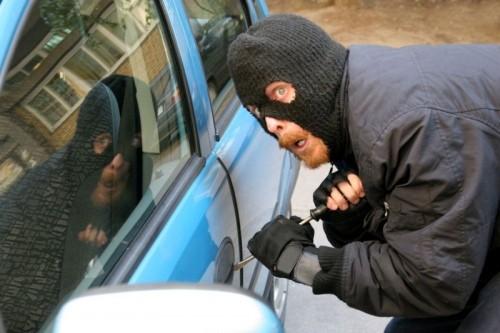 Молодой человек из Бобруйска помог задержать автомобильного вора